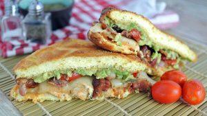 Кето сендвич с хлебом из кабачка